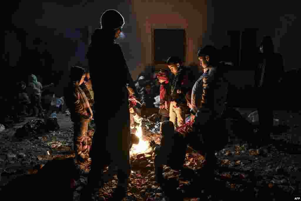 """Для Европы 2015 год ознаменовался крупнейшим со Второй мировой войныкризисом беженцев. Около миллиона человек прибыли на континент из охваченных войнами стран. Некоторым удалось добраться до """"старого света"""" в целости, некоторых же постигла иная участь. По оценкамМеждународной организации по миграции, около 3 700 человек погибли или пропали без вести за 2015 год"""
