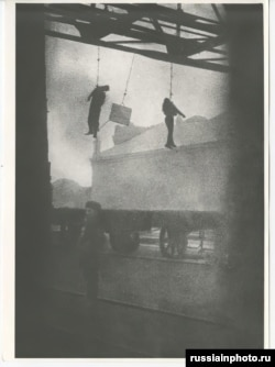 Workers hanging from a factory entrance in Odesa in late 1918 or early 1919. The men were reportedly killed by French troops.
