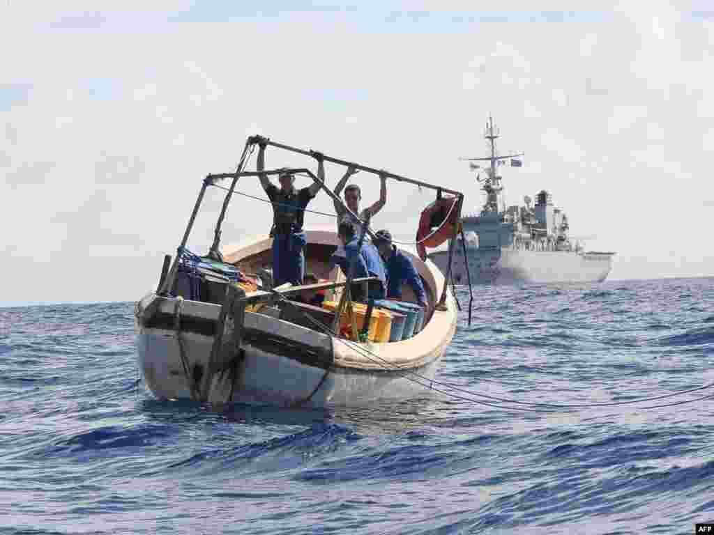 """Французкий фрегат """"Le Nivose"""" задержал 11 сомалийский пиратов у Сейшельских островов"""