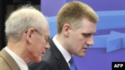 Претседателот на ЕУ, Херман Ван Ромпуј и црногорскиот премиер Игор Лукшиќ.