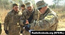 Українські військові радяться з литовськими інструкторами