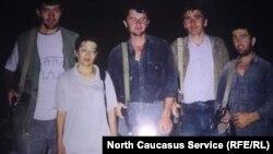 Эльмира Кожаева с ополченцами, Дагестан, 1999 год