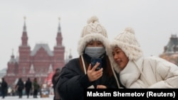 Young women wearing medical masks in Moscow on January 28.