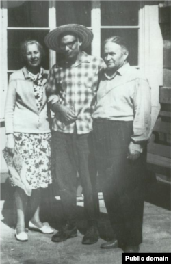 Юрий Османов с родителями