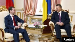 Ukrainian President Viktor Yanukovych (right) meets with his Russian counterpart, Dmitry Medvedev, in Kyiv today.