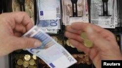 Криза в єврозоні відчувається не лише в країнах, які використовують євро