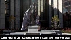 Памятник оперному певцу Дмитрию Хворостовскому в Красноярске