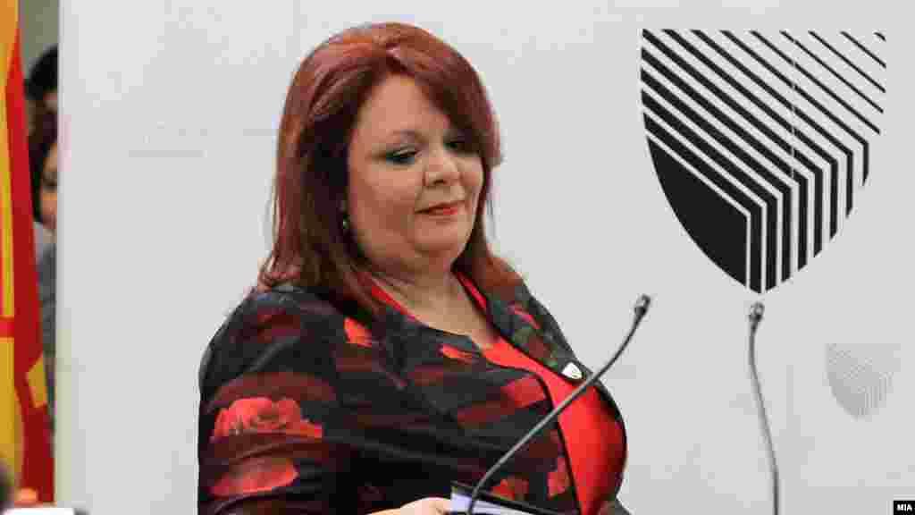 МАКЕДОНИЈА - Специјалната обвинителка Катица Јанева изјави дека се додека не се проверат сите документи и не биде утврдено каде завршиле буџетски пари, кај кои физички или правни лица се одлеале, дали се тие во Македонија или надвор и кој ги користи, нема да се отвори истрага за одредени лица кои се директно инволивирани во проектот Скопје 2014.