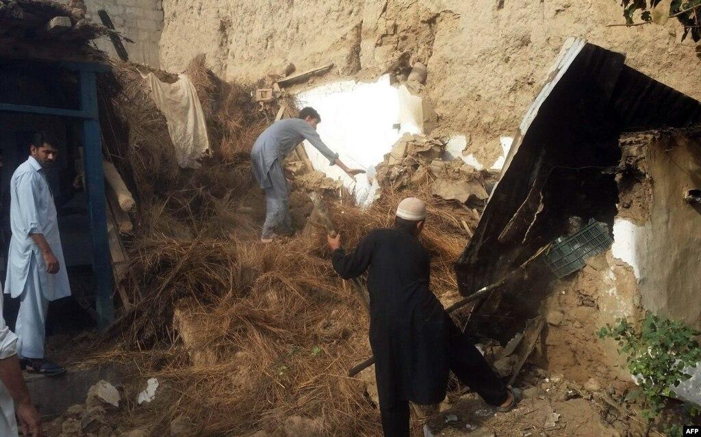 Число погибших землетрясения вАзии превысило 130 человек