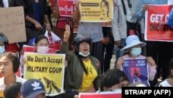 В столицы Мьянмы городе Нейпьидо 14 февраля прошла очередная манифестация против военного режима, захватившего власть в стране
