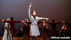 На сцене всемирно известный Грузинский национальный балет имени Сухишвили