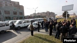 Armenia - Minibus drivers on strike in protest against a gas price increase, Yerevan, 18Dec2014.