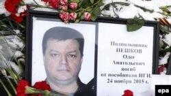 Фотография убитого российского пилота Олега Пешкова.