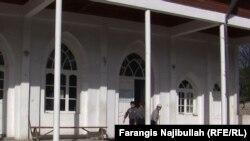 Täjigistanda 18 ýaşyny doldurmadyk ýaşlaryň metjide gatnamagyna gadagançylyk girizýän kanun proýektine gol çekildi.