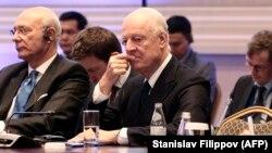 Спецпосланник ООН по Сирии Стаффан де Мистура на переговорах в Астане в Казахстане 29 ноября 2018 года.