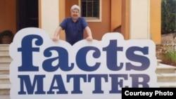 Мартен Схенк, ловец на лажни вести