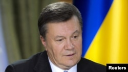 Ukrainian President Viktor Yanukovych speaks during a meeting with journalists in Kyiv on November 26.