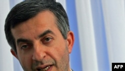 Has Iranian presidential aide Esfandiar Rahim Mashaei had a quick nip and tuck?