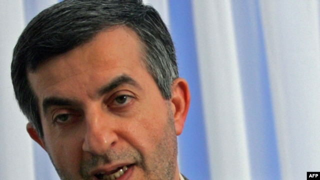Has Iranian presidential aide Esfandiar Rahim Mashaei had a quick nip and tuck?