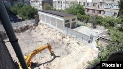 Armenia - A controversial construction site in Yerevan, 22Aug2013.
