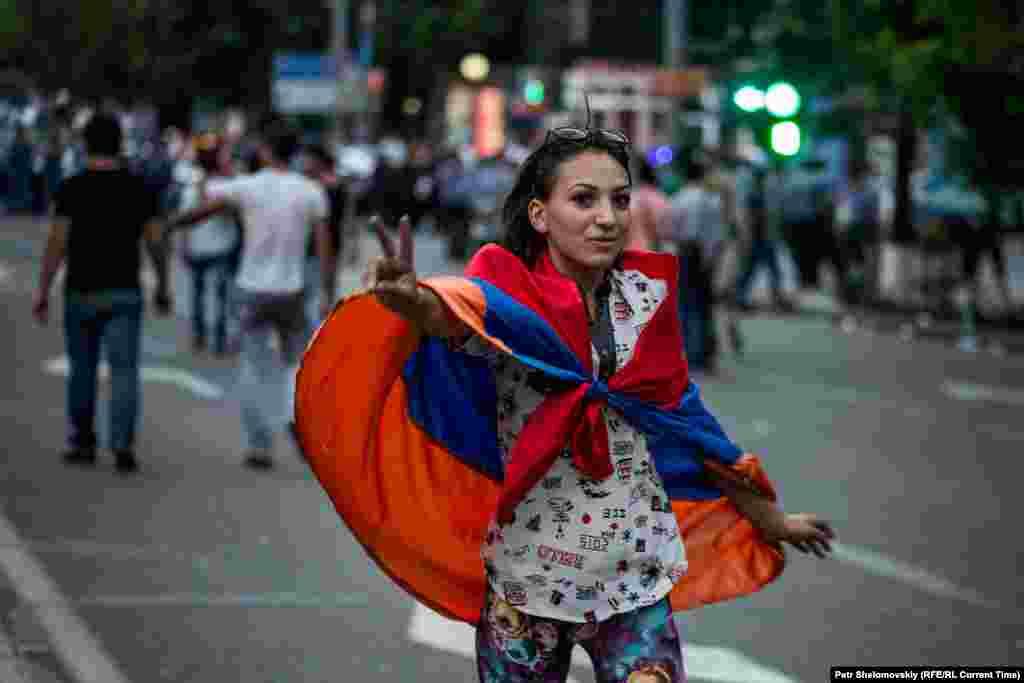 Протестувальники уважно слухали як представників поліції, так і своїх лідерів Фото від 28 червня з проспекту Баграмяна