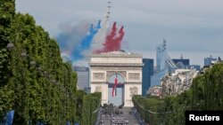 Парад в Париже по случаю Дня взятия Бастилии