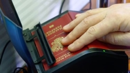 Сканирование российского паспорта для пограничного контроля