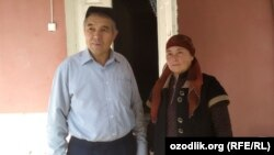 Хорезмский журналист и поэт Махмуд Раджаб с супругой.