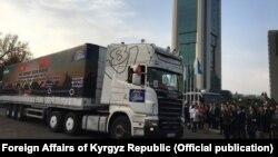 Открытие автопробега по маршруту «Ташкент-Андижан-Ош-Иркештам-Кашгар» в Ташкенте, 30 октября 2017 г. Фото пресс-службы МИД КР.