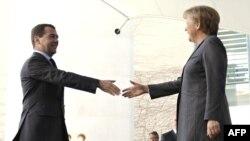 Президент России и канцлер Германии не стали огорчать друг друга