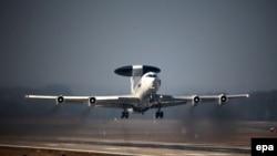 Pamje e një aeroplani të NATO-s