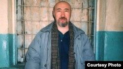 Диссидент Арон Атабек в Алматинском СИЗО, вскоре после осуждения на 18 лет тюрьмы. Февраль 2007 года.