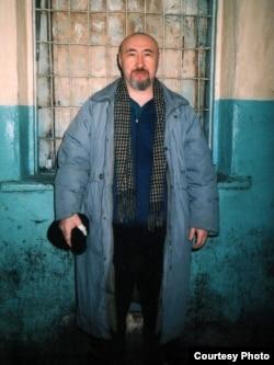 Арон Атабектің Алматы абақтысында (СИЗО) жасырын түсірілген суреті. Алматы, ақпан 2007 жыл.