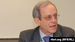 Даниел Сервер, експерт за Балканот и професор на американскиот универзитет Џон Хопкинс