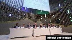 Президиум заседания трехсторонней комиссии, октябрь 2015