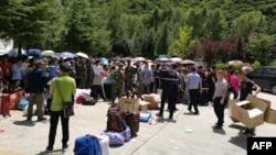 Туристы ждут эвакуации после землетрясения в Цзючжайгоу в юго-западной провинции Сычуань, 9 августа 2017