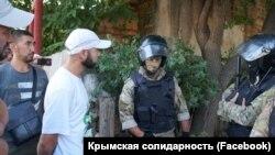 Обыски в домах крымских татар в селе Октябрьское. Крым, 7 июля 2020 г.