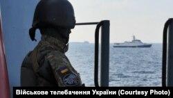 Азовське море, солдат ЗСУ України. Ілюстраційне фото
