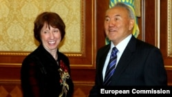 Kazakh President Nursultan Nazarbaev meets with EU foreign-policy chief Catherine Ashton in Astana on November 30.