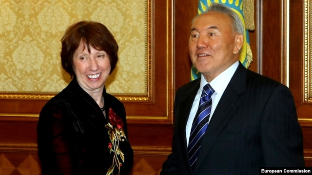 Kazakh President Nursultan Nazarbaev meets with EU foreign-policy chief Catherine Ashton in Astana on November 30.