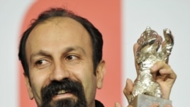 Asghar Farhadi shows off his award after the Berlinale festival in February 2009.