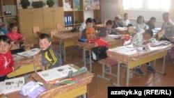 Мектеп 270 окуучуга эсептелген. Учурда 380 бала окуйт.