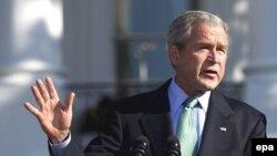 جورج بوش می گوید همچنان به اقدامات ديپلماتيک برای متوقف کردن برنامه اتمی ايران اميدوار است