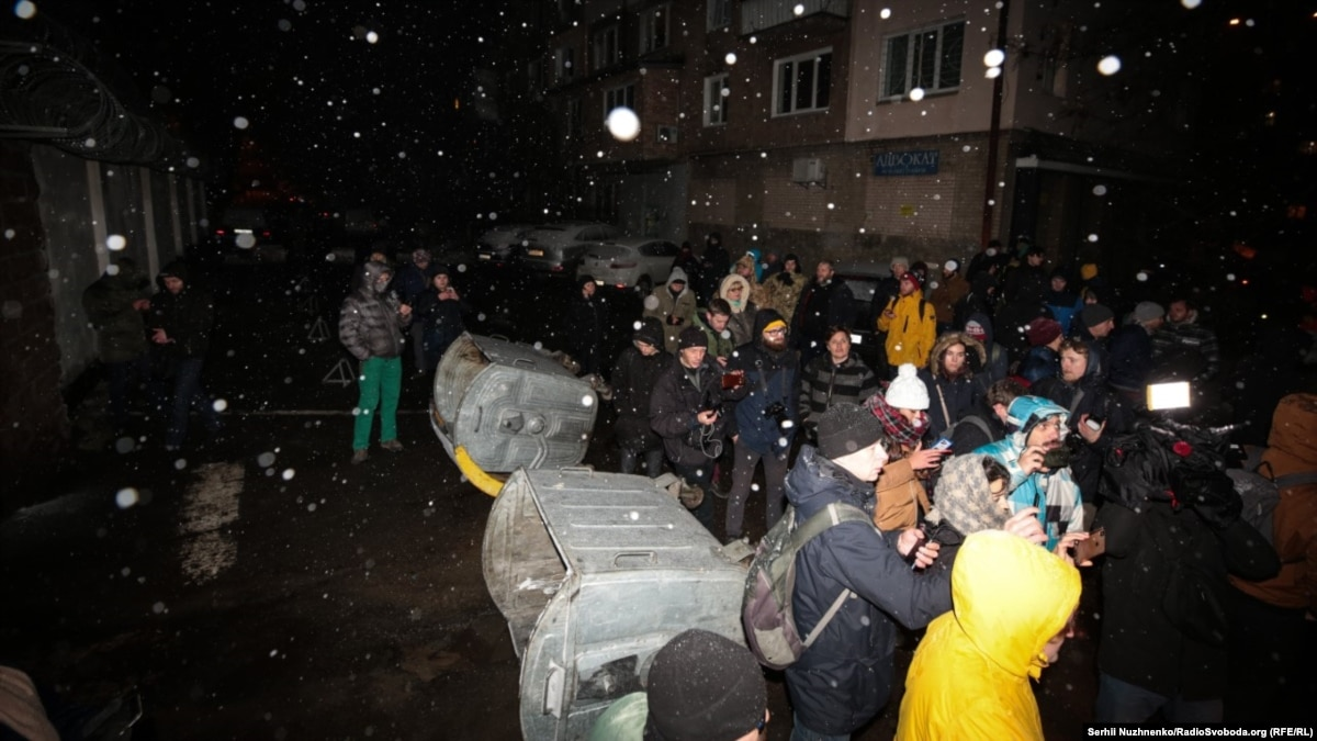 Освобождение ексберкутівців для обмена: под судом произошла потасовка, возле СИЗО – баррикады