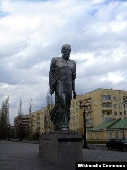 Dostoyevskinin Omskdakı heykəli