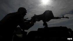 حمله در چهارم اسفند ماه در منطقه قاضیآباد رخ داده است (در تصویر: یک مرزبان افغان)
