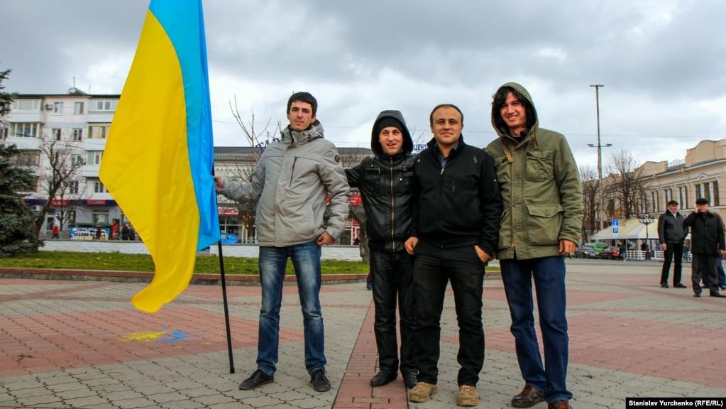 Эскендер Небиев, который оказался фигурантом делаза участие в митинге в поддержку территориальной целостности Украины перед зданием Верховной Рады Крыма 26 февраля 2014 года