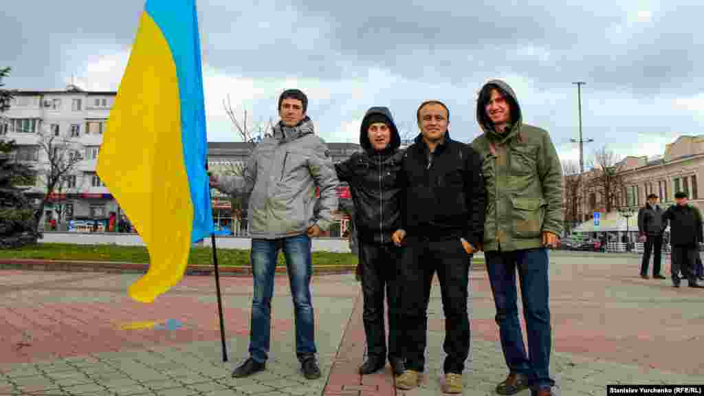 Ескендер Небієв, який виявився фігурантом справи за участь у мітингу на підтримку територіальної цілісності України перед будівлею Верховної Ради Криму 26 лютого 2014 року