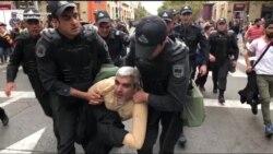 Бакуде полиция адамдарды қалай ұстады?