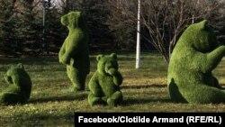 Cei patru urșii din iarbă artificială pe care administrația publică din Sector 1 a plătit 25.000 de euro